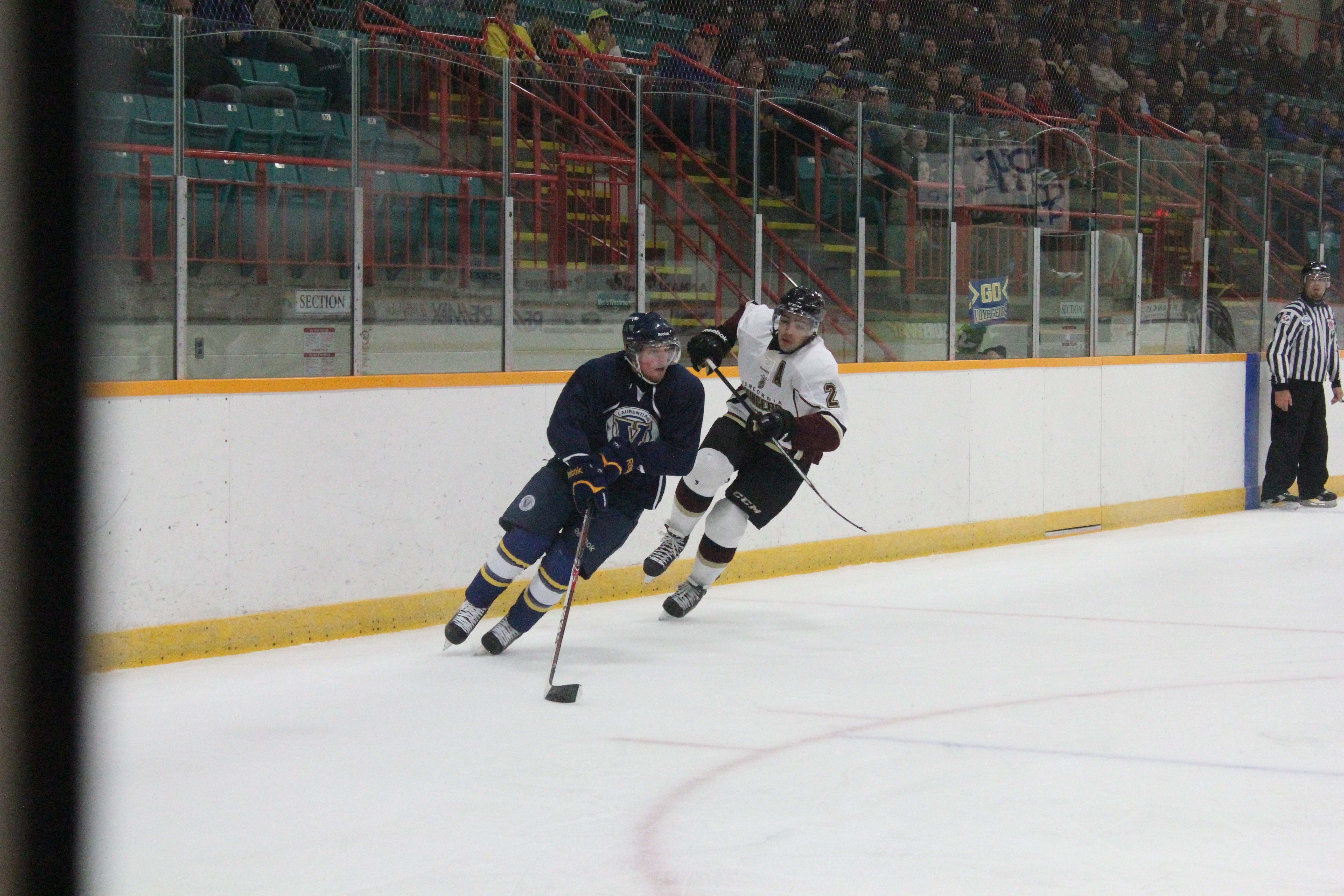 Laurentian's men's team playing against Concordia. Photo by Gabriel Rodrigues.
