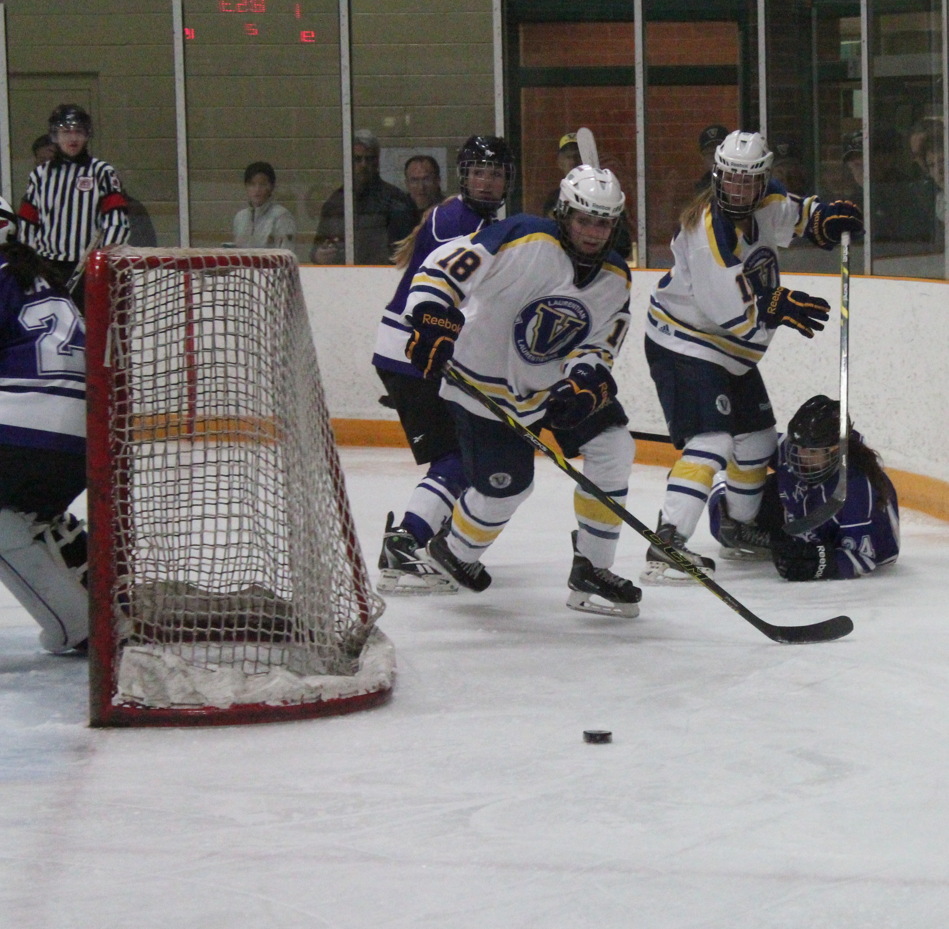 The women Voyageur's hockey team playing at home this weekend. Photo by Gabriel Rodrigues