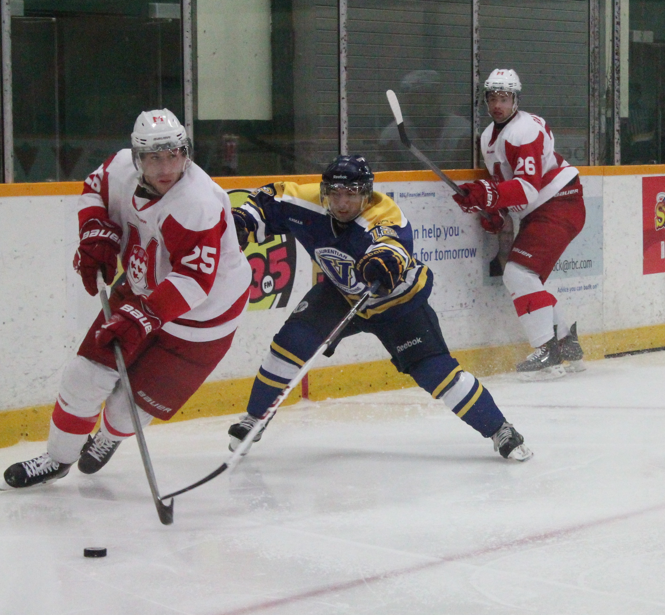 The men's hockey team faces the McGill team on Oct. 25. Photo by Gabriel Rodrigues.
